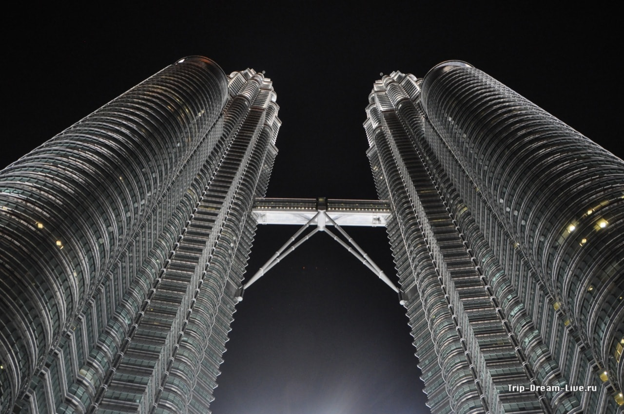 Petronas Twin Towers, Петронас
